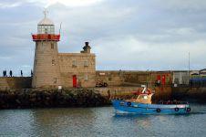 howth-harbour-lighthouse-56a3c69a5f9b58b7d0d3ae38