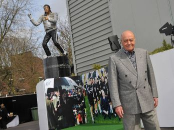 MJ-statue
