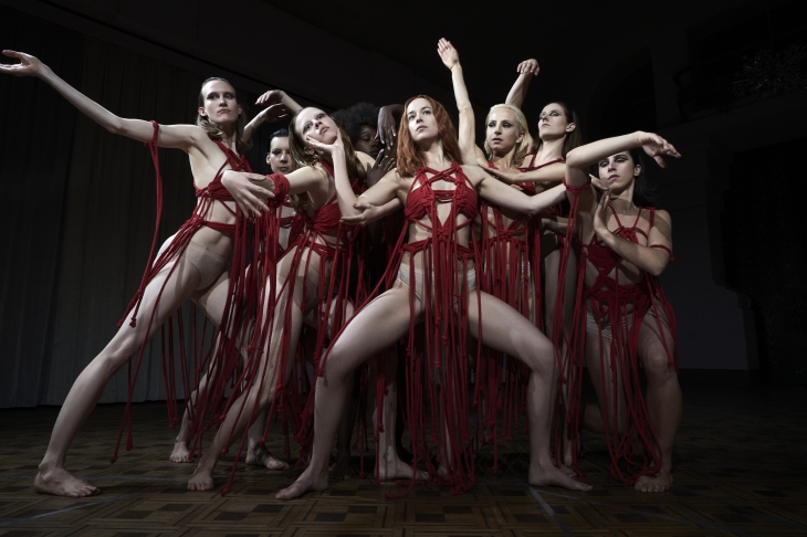42873-Suspiria_-_Luca_Guadagnino__Photos_credit_Alessio_Bolzoni__Courtesy_of_Amazon_Studios___4_